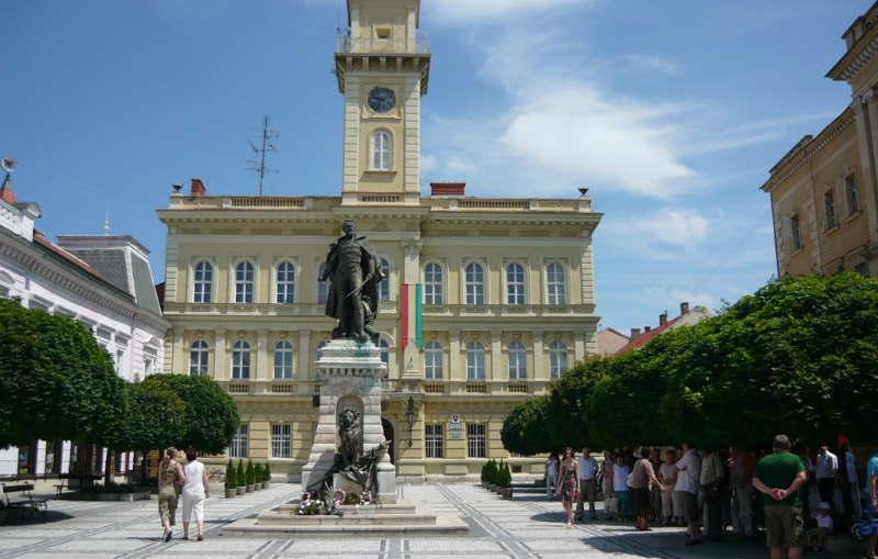 Szia Komárom - Heti rendszerességgel tart fogadóórákat Keszegh Béla polgármester és két alpolgármestere