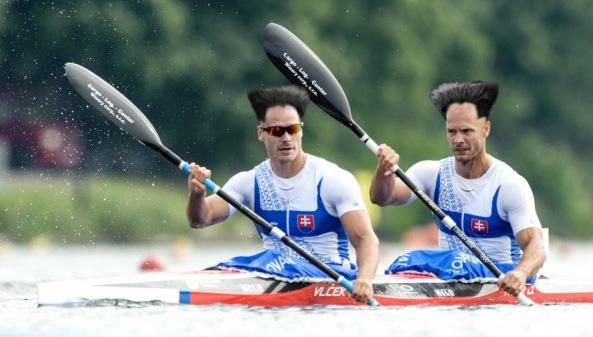 Amikor a séróba bele kap a szél... Vlček Erik és Tarr Gyuri világbajnok hajviselettel :)