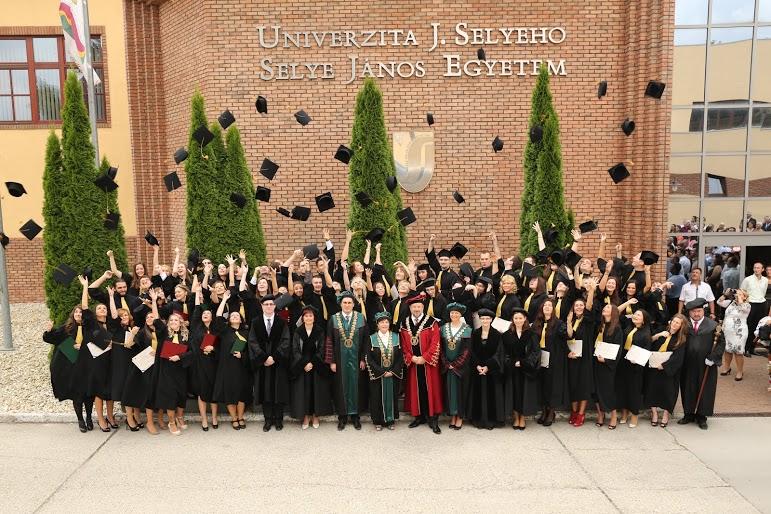 Szia Komárom - Tizenöt éve fogadták el a Selye János Egyetem létrehozásáról szóló törvényt