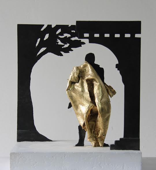 A szobor makettje, hátulnézetből