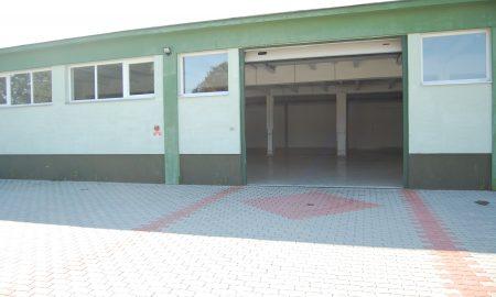Szia Komárom - Klimatizált iroda valamint ipari tevékenységre is alkalmas raktárhelyiség kiadó
