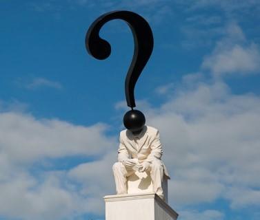 A felsoroltak közül kiről nem található szobor (Észak- és Dél-) Komáromban?