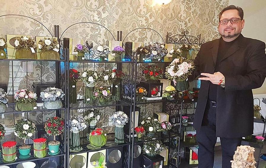 Szia Komárom - Eli rózsái: Élő virágok, melyek nem hervadnak