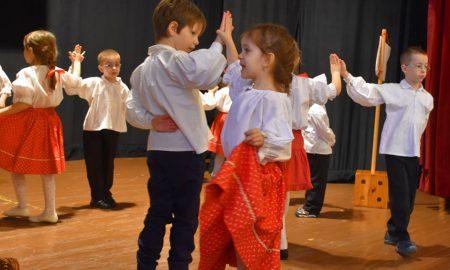 Szia Komárom - Óvodások és kisiskolások bűvölték el a Tiszti Pavilon közönségét