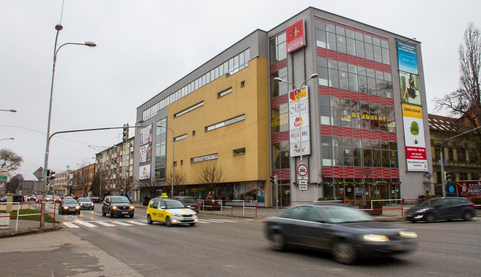 Szia Komárom - A rendőrség két osztálya is átköltözött a Shopping Center-be