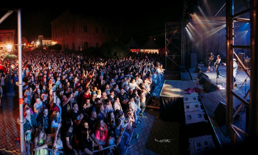 Szia Komárom - Fesztiválhangulat a tetőfokán: így tomboltunk a Komáromi Napok vasárnapi és hétfői koncertjein