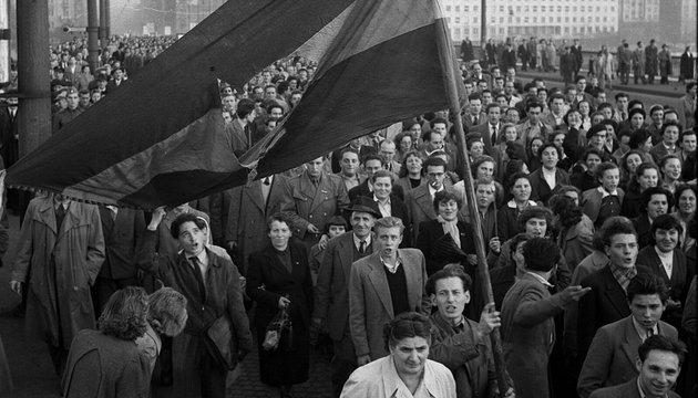 Szia Komárom - Dokumentumfilm az 1956-os forradalom csehszlovákiai eseményeiről a komáromi Tatra moziban