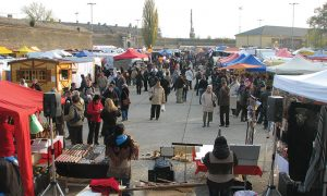 Szia Komárom - Árusok hosszú sora és kolbászfesztivál idén is az András-napi vásáron