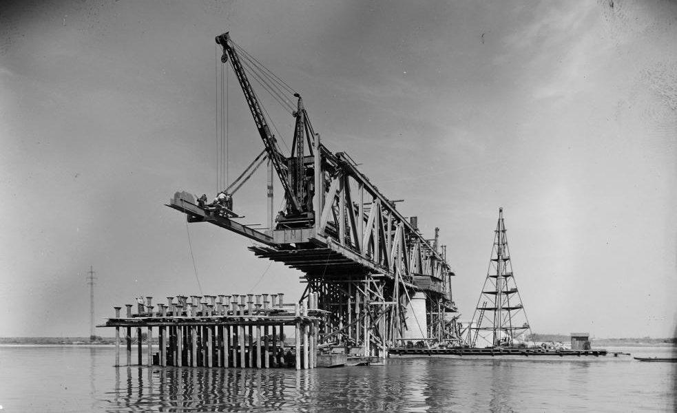 Szia Komárom - FOTÓK: Így építették újjá a komáromi vasúti hidat a 20.század közepén