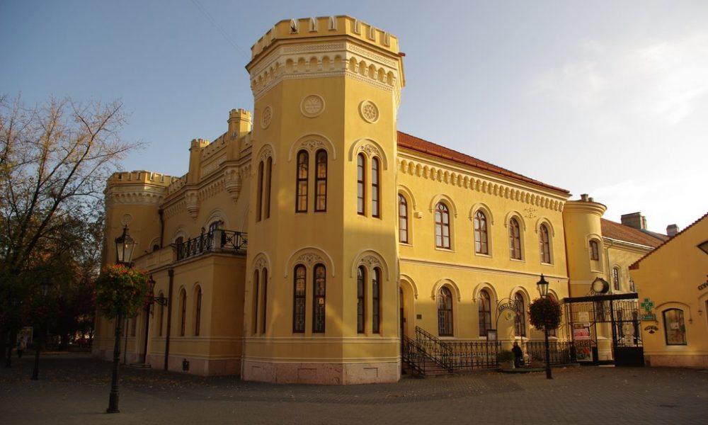 Szia Komárom - Kékre festik a Tiszti Pavilont az autizmus világnapjának alkalmából