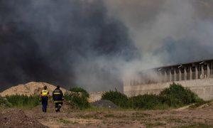 Szia Komárom - Ezer köbméter papír és tíz tonna tűzifa gyulladt ki egy komáromi telepen