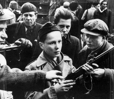 hungarian-children-revolutionaries-in-1956