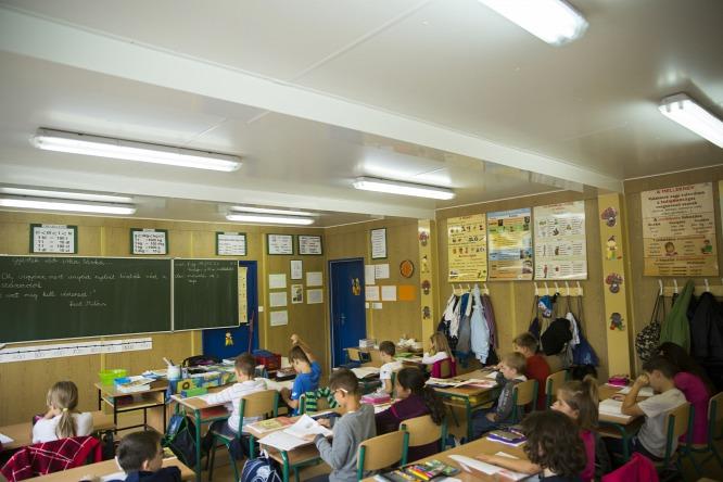 És egy konténeres osztály belülről, Magyarországon