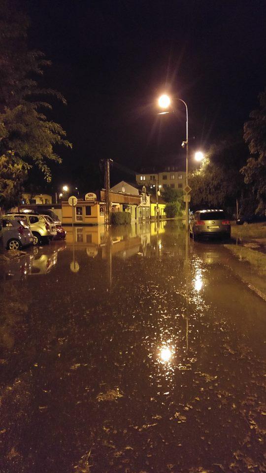 Hajnalban Komárom utcáin. Fotó: Kristian Kris Hegedűš