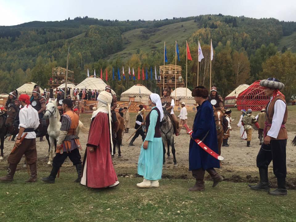 A lovas versenyek helyszínén a résztvevő népek kultúrájából is kaphattuk ízelítőt.